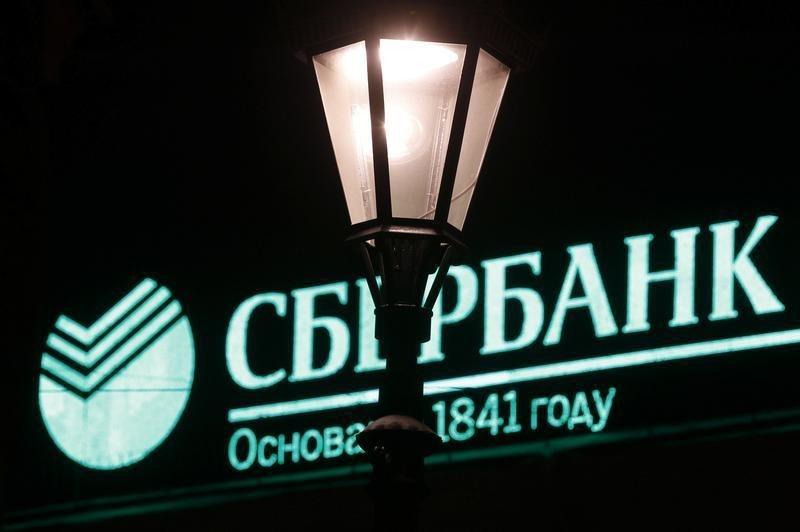 Логотип сбербанка на здании в санкт петербурге